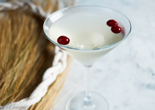 Winter White Cosmo #drink #cocktails