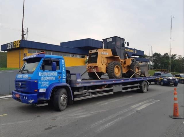 PRF recupera pá carregadeira roubada em Barra do Turvo