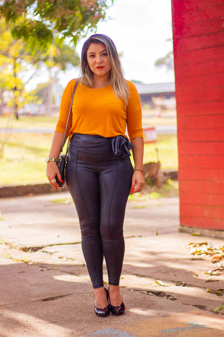 Look do dia: disco pants e blusa mostarda