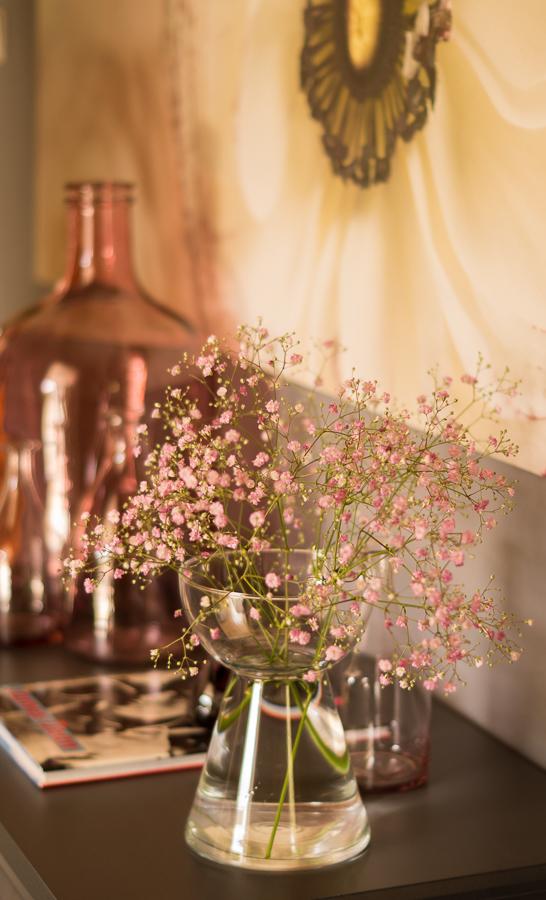 Blog + Fotografie by it's me   fim.works   Flower Friday   Rosa Schleierkraut in einer Glasvase