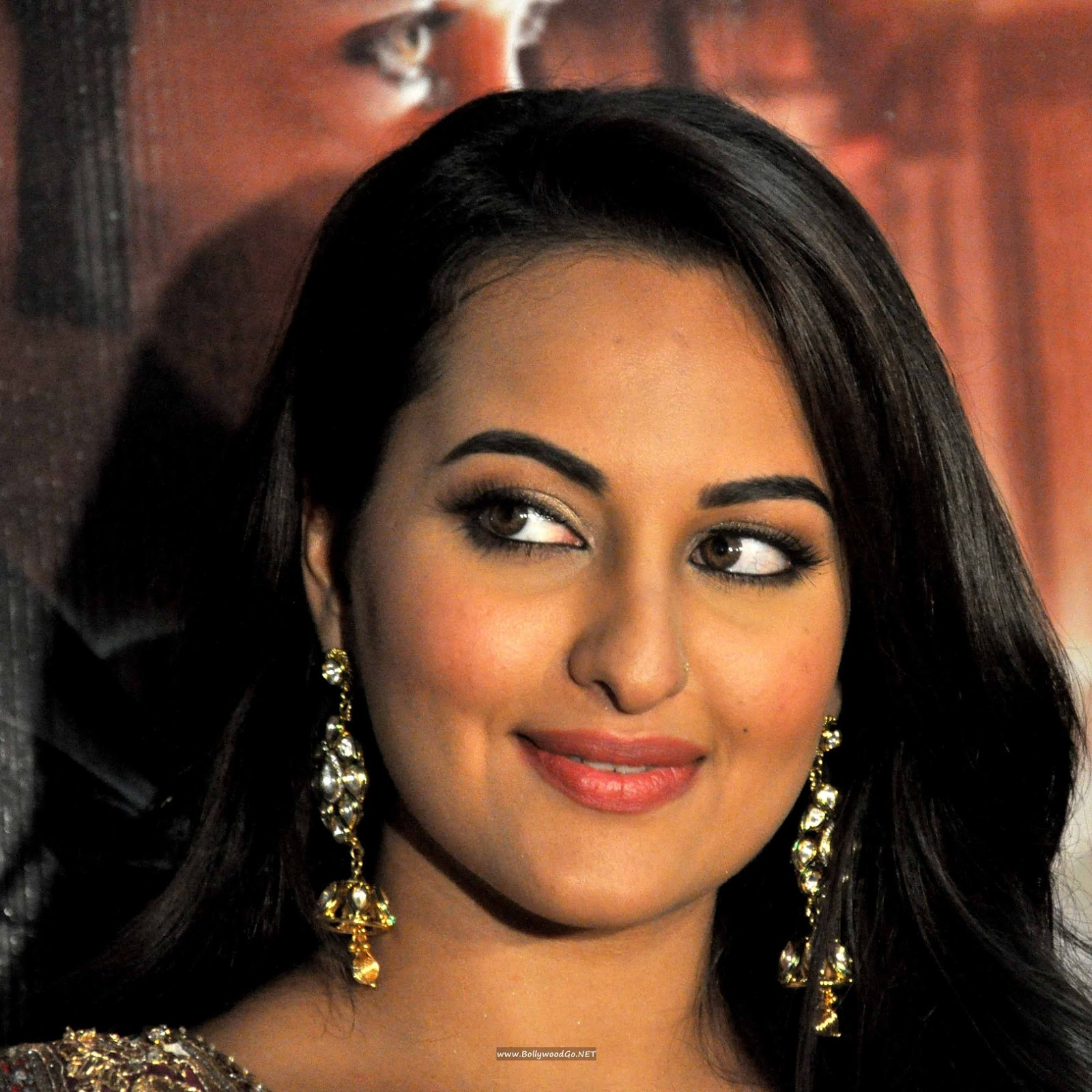 sonakshi sinha hot kiss - photo #26