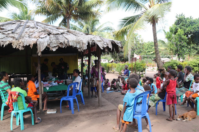 Prajurit Satgas Yonif MR 411/Pandawa Kostrad Gelar Posyandu di Pedalaman Papua