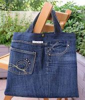 Bolsos hechos con jeans viejos reciclados