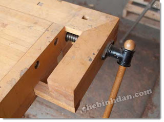 Traditional-tail-vise