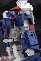 Transformers Kingdom Ultra Magnus 09
