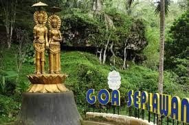 Replika Patung Dewa Siwa dan Dewi Parwati Goa Seplawan Purworejo