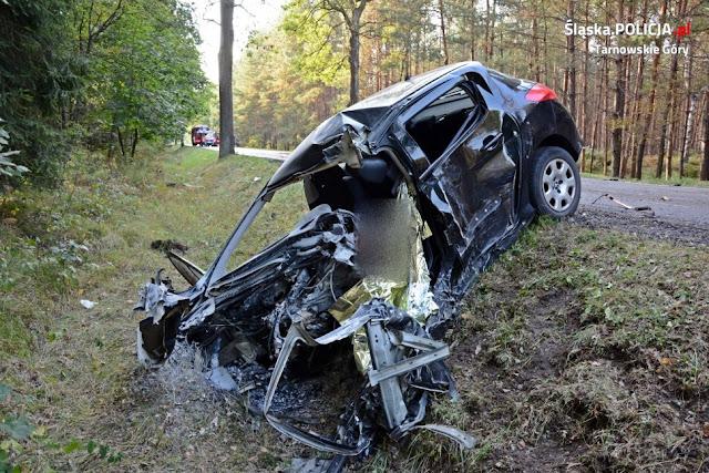Tragedia na drodze. Zginął kierowca peugeota