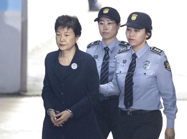Park Geun-hye é condenada a 24 anos de prisão