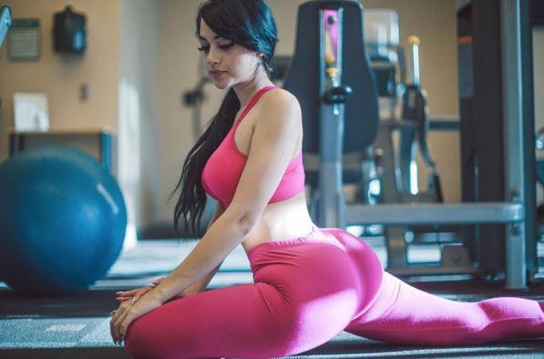 18 साल की यह लड़की अपने शरीर के इस अंग से काफी मशहूर हुई - Taaza Khoj