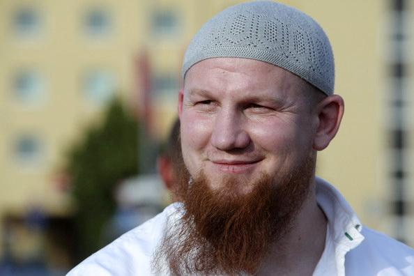 Bantahan Mualaf Ini Bungkam Orang Yang Menuduh Islam Sebagai Teroris