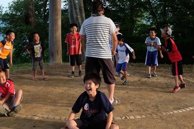 高津屋森林公園の土俵 笑顔の子供達