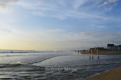 langit yang cerah di Pantai Kayu Putih - Backpacker Manyar