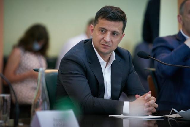 Розмивання ворога: чому Зеленський звинувачує Порошенка і Турчинова, а не Росію
