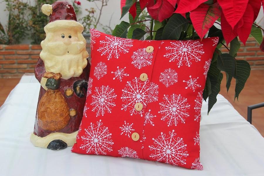 DIY Navidad: Cómo hacer cojines para decorar tu casa en Navidad.