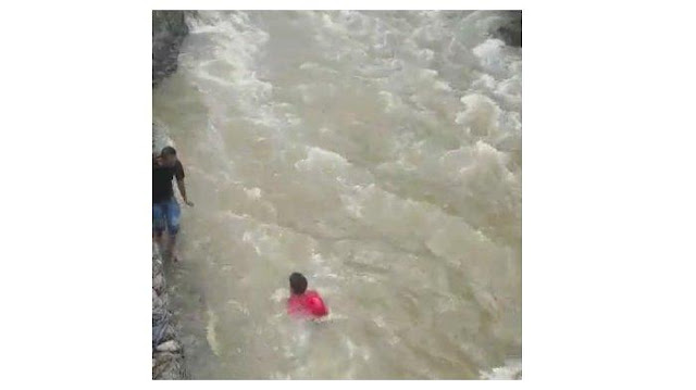 Viral Video Detik-detik Aksi Heroik Anggota TNI Kodim Solok Selamatkan Balita yang Hanyut di Sungai