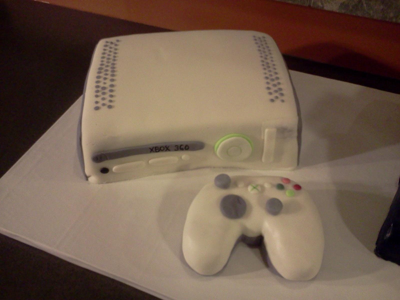 Edee's Custom Cakes: PS3 vs XBox 360