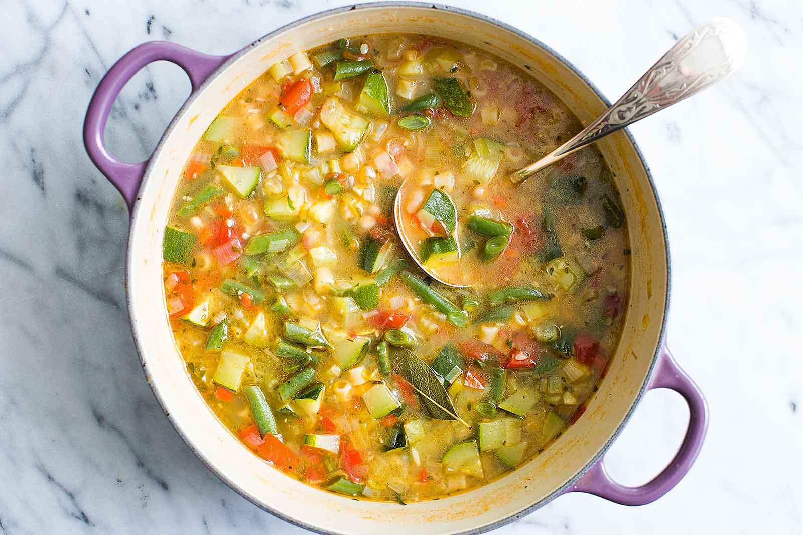 Nourishing bowls Summer minestrone