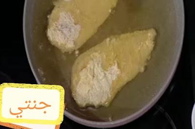 طريقة احلى دجاج بانيه مقرمش بالصور/ شرائح صدور الدجاج الطريه من الداخل