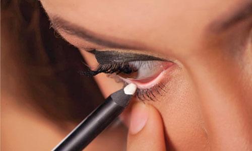 Cómo delinear ojos cansados