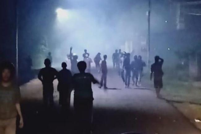 Tawuran Pecah di Bone, Kelompok Pemuda Perang Batu Hingga Kembang Api