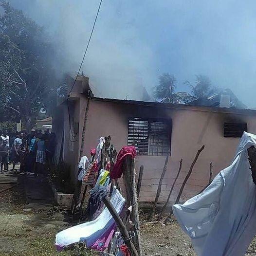 Está tarde: Tres casas se incendian por completo en Azua.