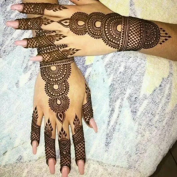 Lace_with_net_henna_design
