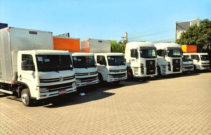 Apta Caminhões e Ônibus entrega 12 caminhões VW para a Fratex Locação