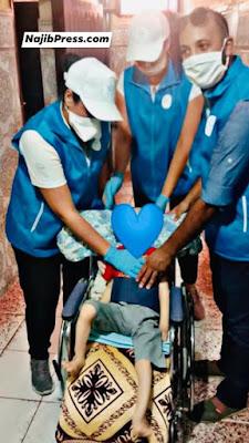 حصري وبالصور...جمعية أمل الأحرار فرع مراكش ترسم البسمة والفرحة على وجه طفل من ذوي الإحتياجات الخاصة وتهدي له كرسي متحرك وبعض المستلزمات الطبية..