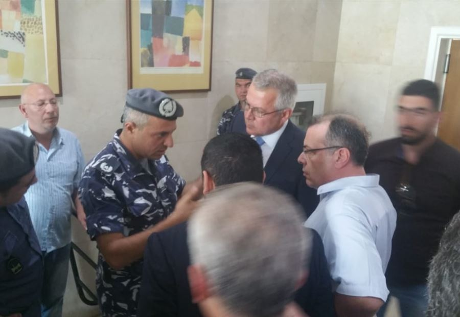 """إخلاء فندق """"كواليتي إن"""" في طرابلس بمؤازرة قوى الامن"""