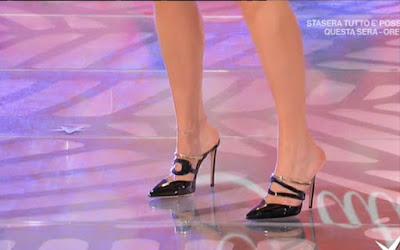 Bianca Guaccero Scarpe e piedi nudi oggi 9 febbraio