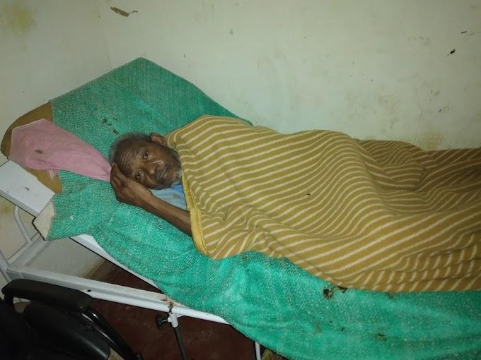Idoso vive em condições precárias, junto com neto de 14 anos