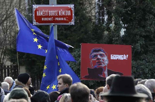 Praça foi rebatizada em ato pro-Europa e anti-Putin