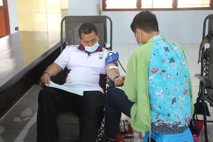 Polres Jember Gelar Bhakti Kesehatan Donor Darah Dalam Rangka Hari Bhayangkara Ke 75 Tahun 2021