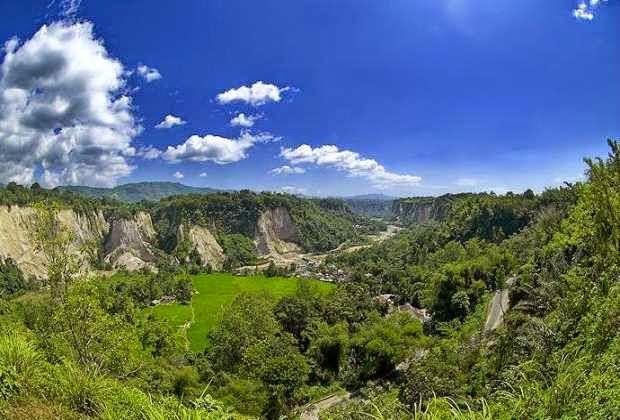 Keindahan ngarai sianok - salah satu tempat wisata di bukit tinggi