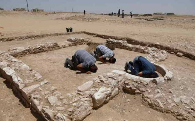 1200 Year Old Mosque unearthed by Archaeologists in Israel