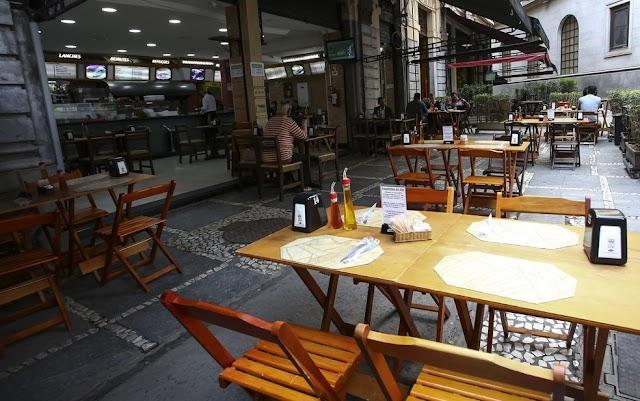 Pandemia: Governo reduz funcionamento de bares e restaurante no fim do ano