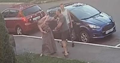 Урод-депутат ударил женщину по голове за просьбу взять на поводок питбуля.