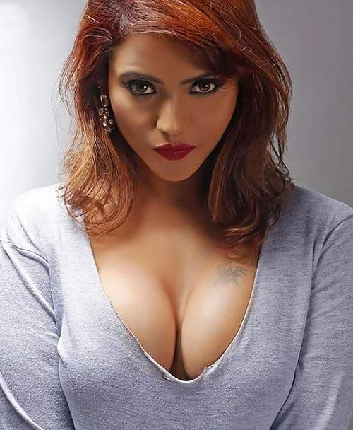 Jinnie Jaaz cleavage actress charmsukh jaane anjaane mein ullu app