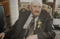 Jan-Machiel Reyskens 1878-1990. Hoewel, dat hij sinds 1914 in Nederland woonachtig was, bleef hij Belg en is tot nu toe de oudste mannelijke Belg.