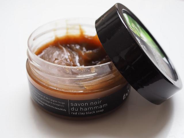 Gommage-au-savon-noir