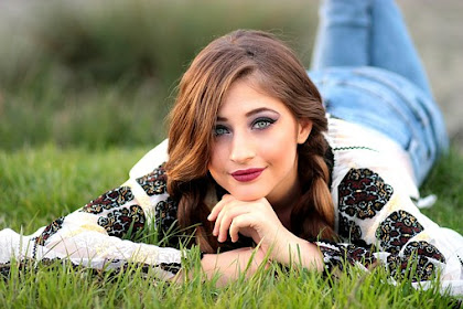 Make Up Terbaik Seorang Wanita Adalah Senyumannya