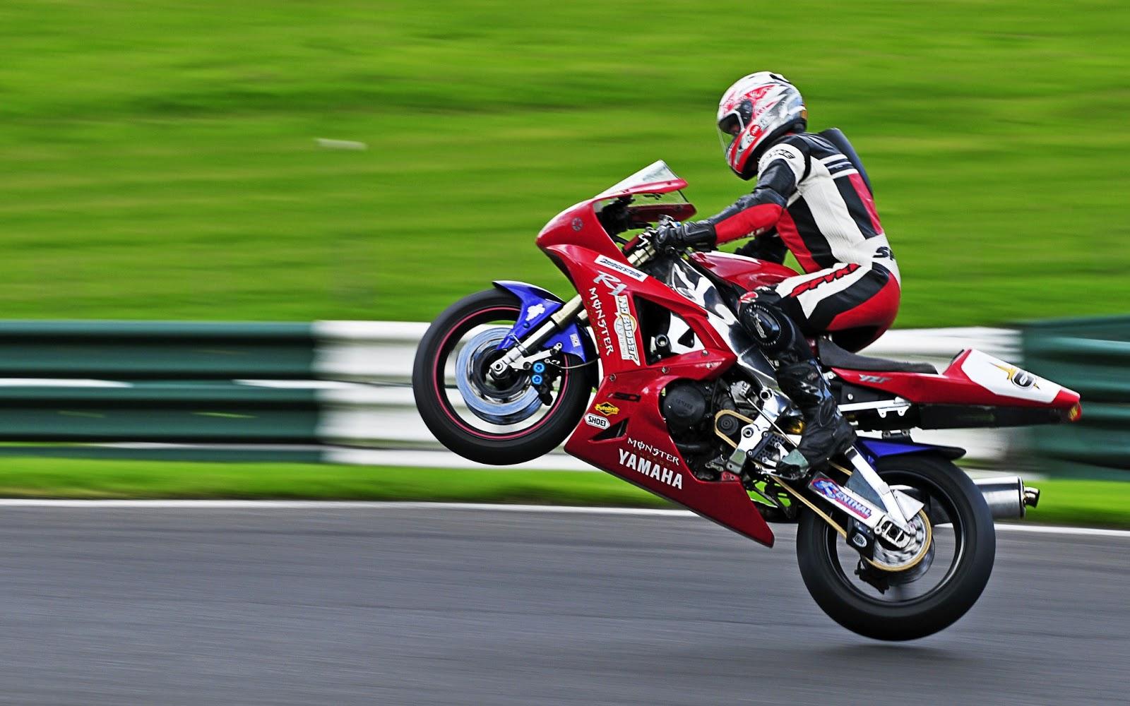Fondos De Pantalla Carreras Proibidas: Imagenes Y Wallpapers: Fondo De Pantalla Moto Carrera Yamaha