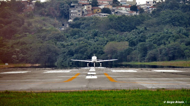 Vista em perspectiva inferior da Pista de pouso/decolagem do Aeroporto Campo de Marte - Santana - São Paulo