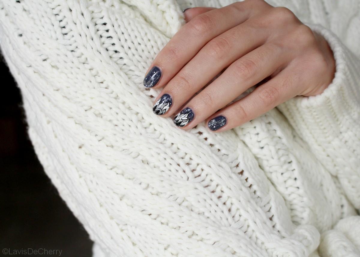 nail-art-montagne-minimaliste-nuit-étoilée-peinture-acrylique-lavisdecherry