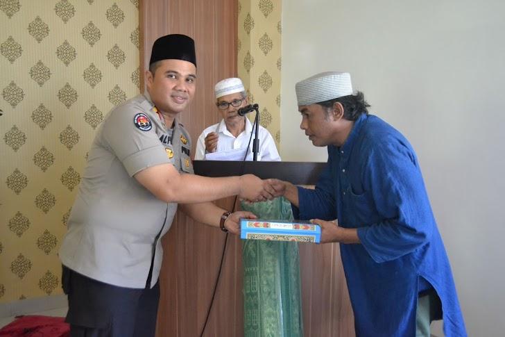 Syafari Jumat, Kapolres Palopo Resmikan Mesjid Dan Berikan Sumbangan Al-Qur'an Dan Karpet