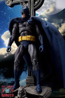 MAFEX Batman (Batman: Hush) 02