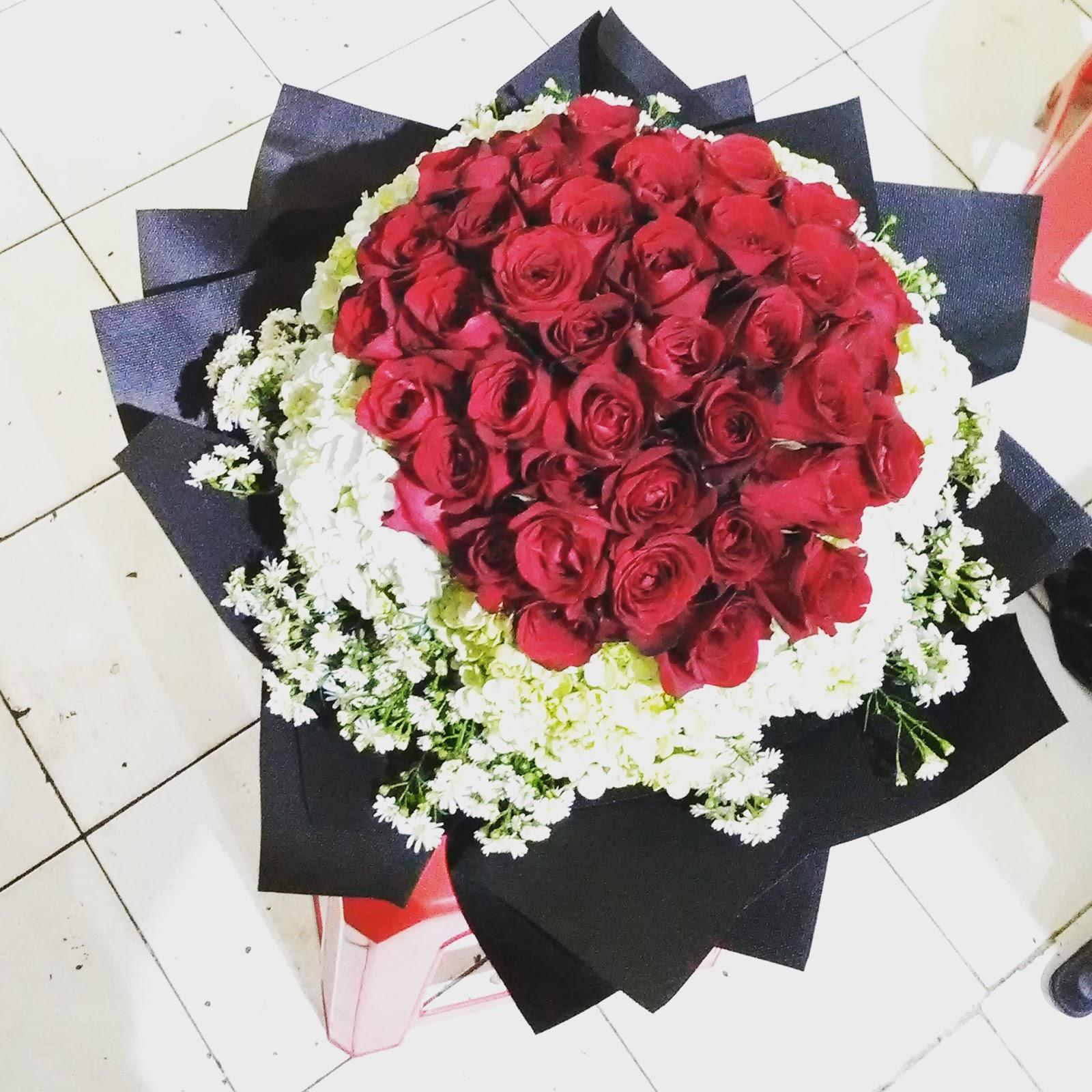 Karangan Bunga Mawar Merah Asli Cantik Untuk Pacar