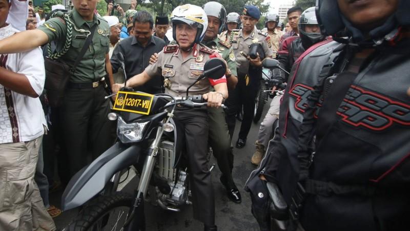 Kapolda Metro Jaya Irjen Pol M Iriawan mengendarai motor trail