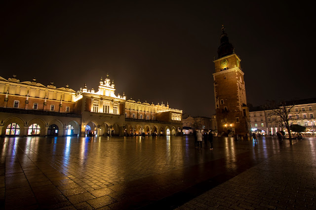 Fondaco dei tessuti e Torre del Municipio di notte-Rynek Glowny-Cracovia