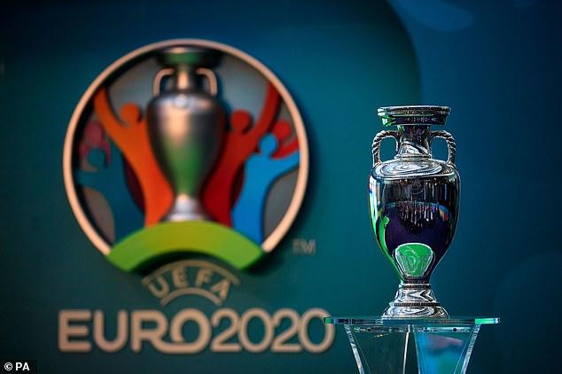 Muốn hoãn EURO 2020, các CLB phải 'xì tiền' cho UEFA
